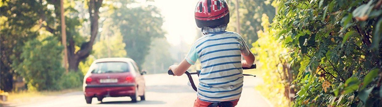 Bandeau de la page 'À vélo, le casque est obligatoire pour les enfants de moins de 12 ans